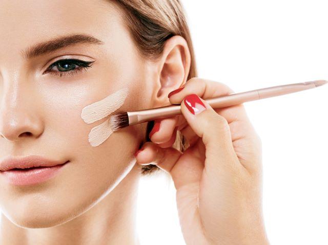 お化粧をしている時間が長いと毛穴トラブルが起きる?