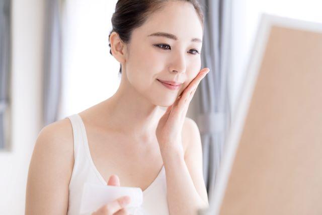 テカリ肌の肌質改善!おすすめ化粧品5選