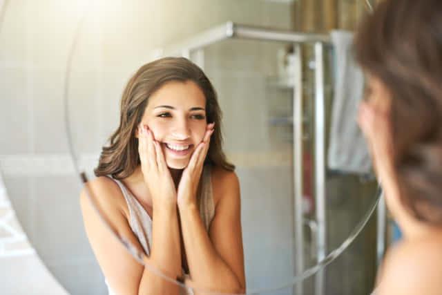 ほうれい線 女性 鏡